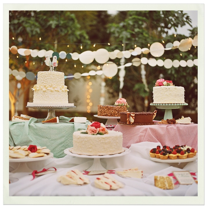 Wedding Cookie Display Ideas: Sweeten Up Your Wedding Reception: Dessert Tables And