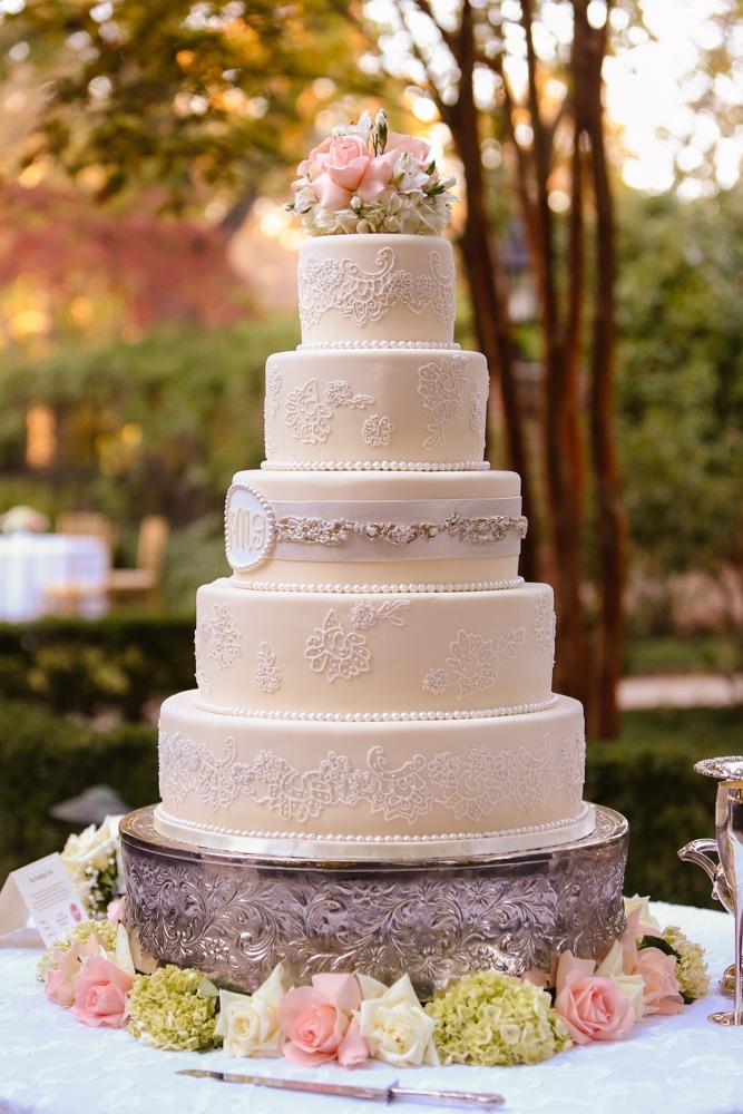 English romance elegant vintage garden wedding theme for Garden wedding cake designs