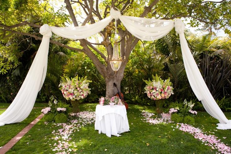 Movie monday letters to juliet wedding blog - Jardines decorados para fiestas ...