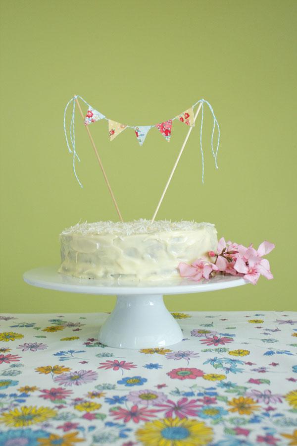 DIY-Akimbo-cake-topper