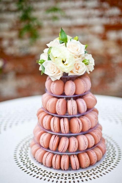 7 Macarons Cake